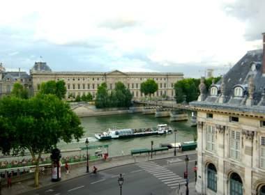 0 -Louvre Museum-Paris Apartment view