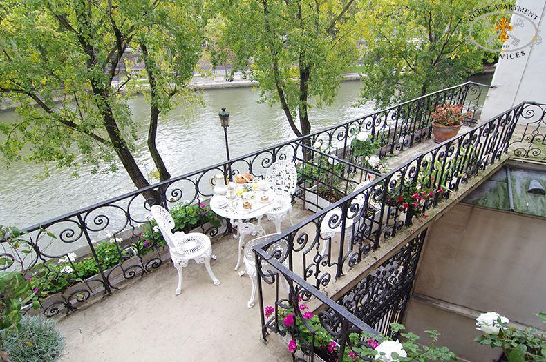 Rose Paris Property With A Terrace On Ile Saint Louis