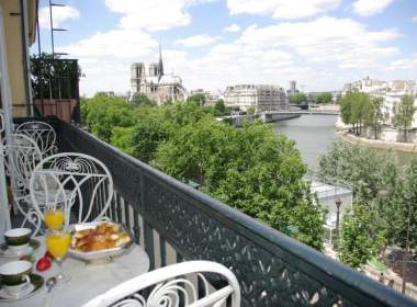0-Apartment-Balcony-Notre Dame-Paris
