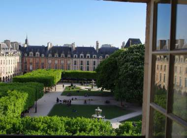 0 Luxury Apartment Place des Vosges- Concierges Services Paris