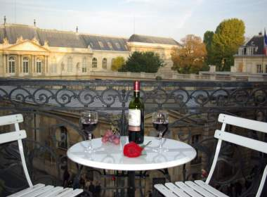 0-lupin-paris romantic balcony