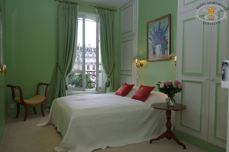 2-Luxury Paris Apartments to rent-Ile Saint Louis-Bedroom-Anemone
