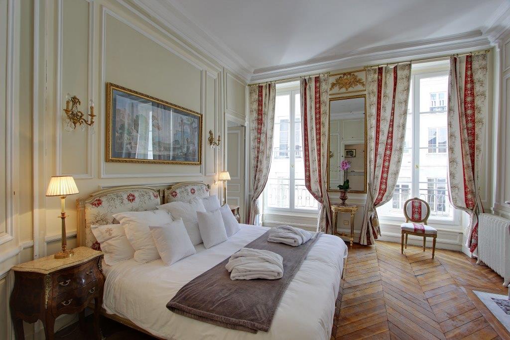 Magnolia Luxury Classic Vacation Apartment In Paris