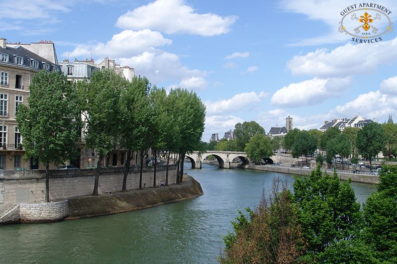 1-Romantic-One-Bedroom-Apartment-Paris-Ile-Saint-Louis-River-Seine-View-rose