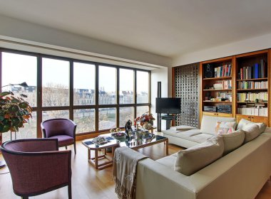 Paris modern apartment rental facing Ile saint Louis