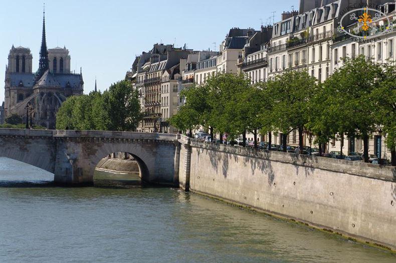 1-Paris-Luxury-Apartments-Ile-Saint-Louis-Quai-de-Béthune-Orchid