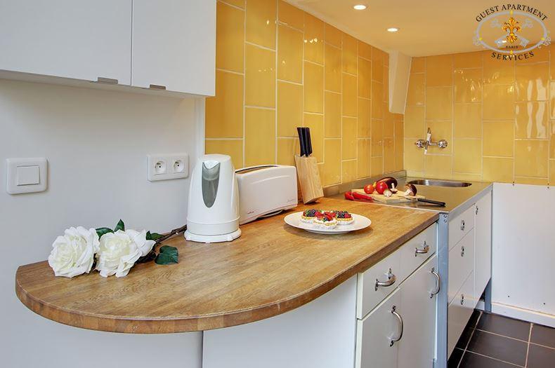 14-Paris-Ile-Saint-Louis-Short-term-rental-Classic-Kitchen-Mimosa
