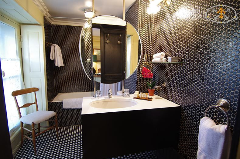 21-Paris-Apartments-rental-Bathroom-Capucine
