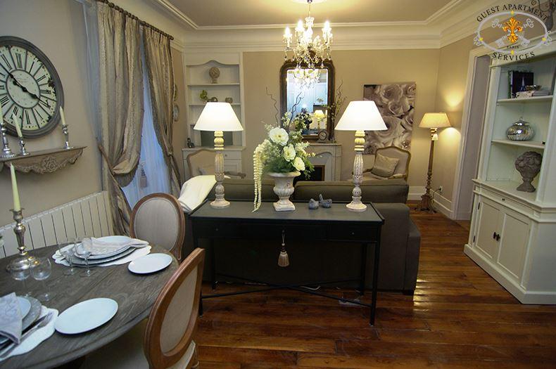 4-Classic-rue-Monge-property-short-stay-freshly-renovated-Living-Alyssum