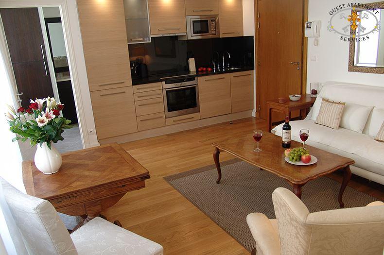 5-Contemporary-Apartment-Paris-Ile-Saint-Louis-Living-room-open-kitchen-to-stay-Lilas