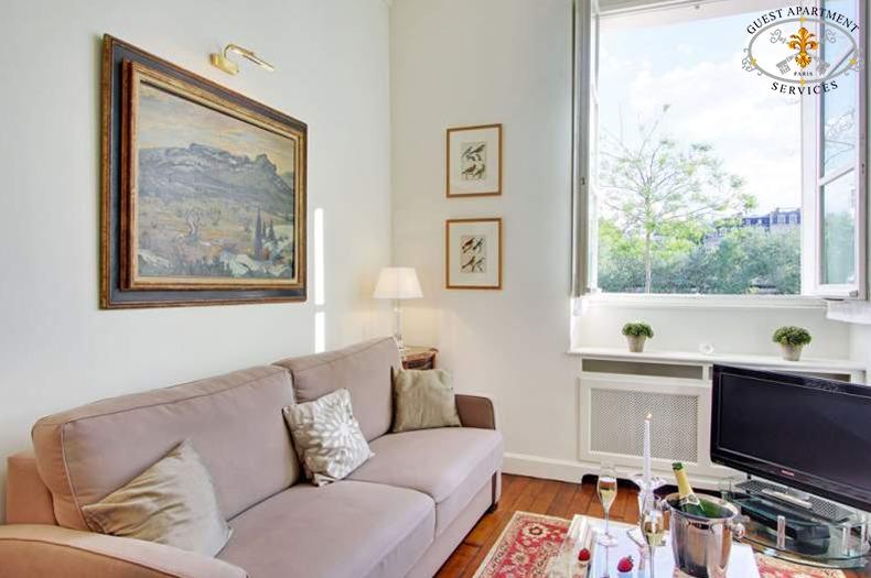 5-living-area-apartment-in-paris-790x525