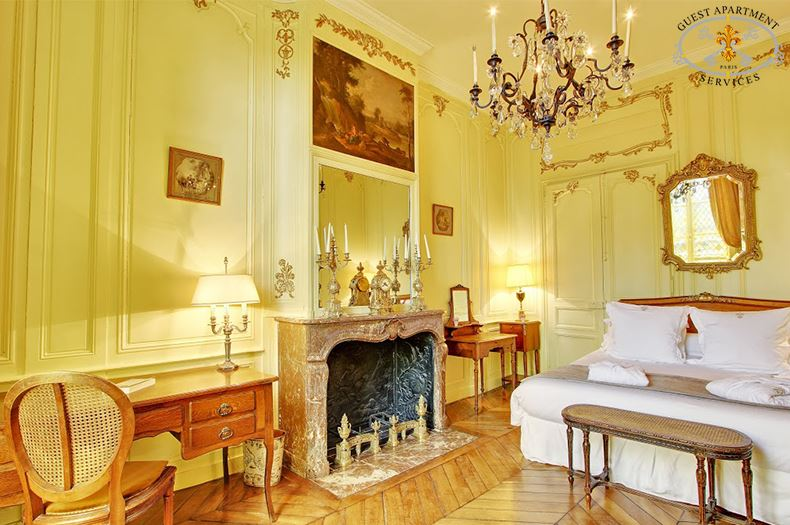 9-Paris-Luxury-Apartments-Ile-Saint-Louis-Quai-de-Béthune-masterbedroom-Orchid