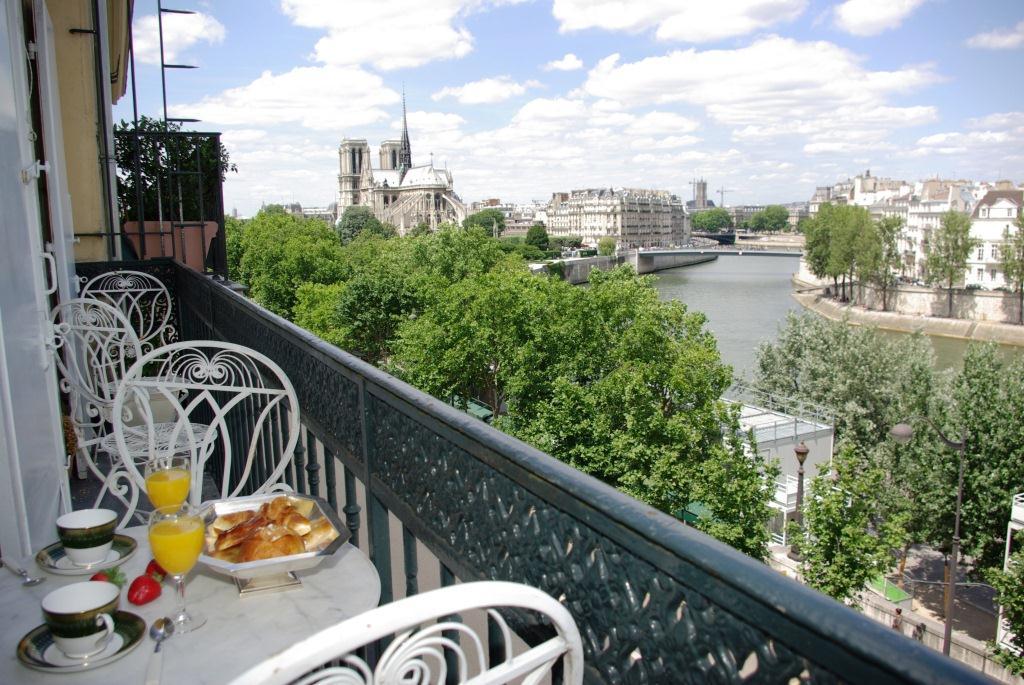 Eglantine-Balcony