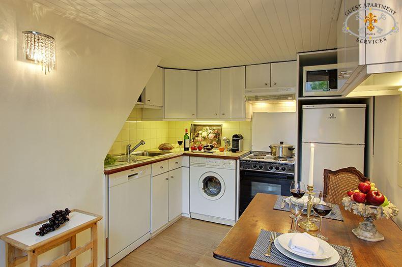 10 Paris Romantic One Bedroom Apartment Ile Saint Louis Kitchen Rose