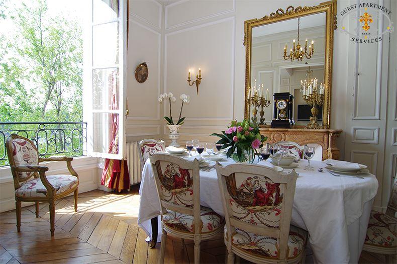 13-Luxury-Apartment-in-Paris-Ile-Saint-Louis-for-rent-dining-table-Magnolia