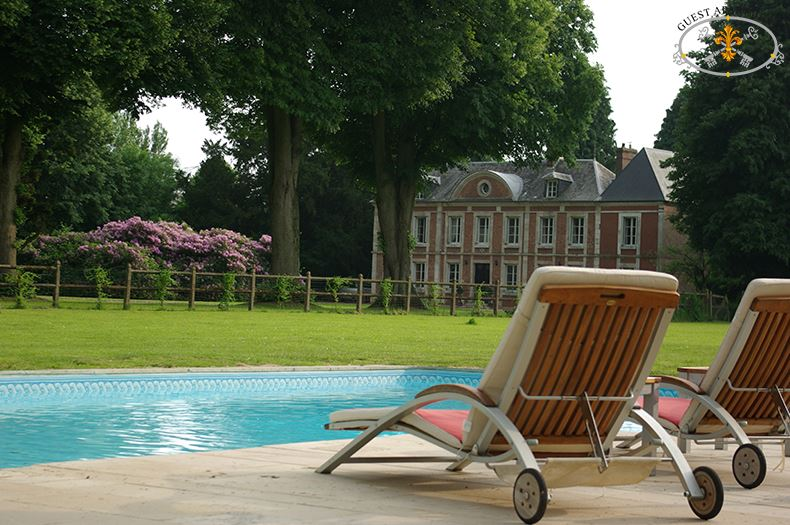 Manor house guest apartment services paris for Luxury holiday rentals ireland swimming pool