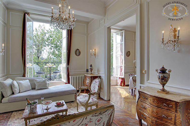 7 Luxury Accomodation In Paris Ile Saint Louis Short Stay Balcony On