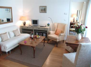 0-Contemporary-Apartment-Paris-Ile-Saint-Louis-vacation-rental-Lilas1-380x280